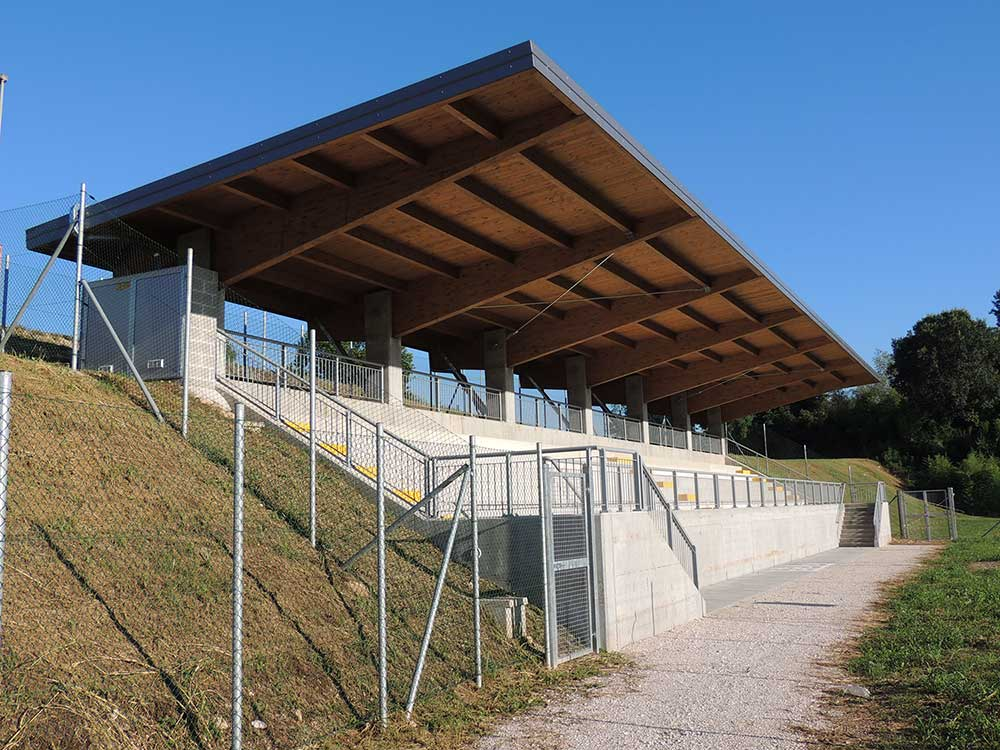 Ampliamento e riqualificazione impianto sportivo – tribune – Udine